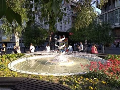 Nekada fontana a danas samo brisani plato Trga republike ...