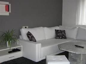wie dekoriere ich mein wohnzimmer wohnzimmer 39 wohnzimmer in grau weiß grün 39 mein domizil mit neuen farben zimmerschau