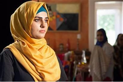 Hijabi Muslim Film Mic