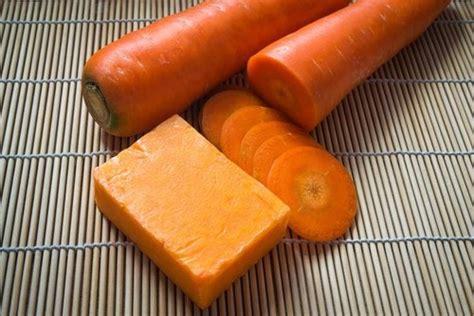 faire savon maison comment faire du savon maison 224 la carotte pour prendre soin de votre peau am 233 liore ta sant 233