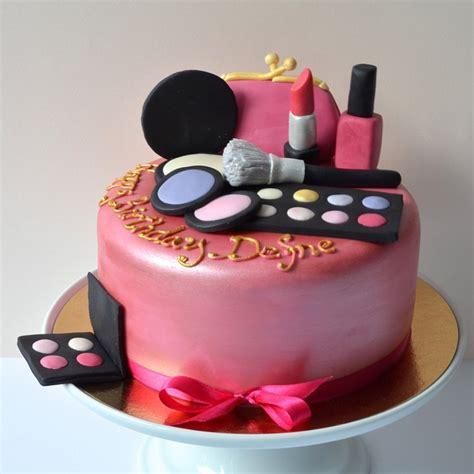 pate pour maquillage pin g 226 teau maquillage dans g 226 teaux avec d 233 corations en p 226 te 224 sucre cake on