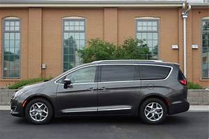 Image: 2017 Chrysler Pacifica Touring-L Plus, size: 1024 x