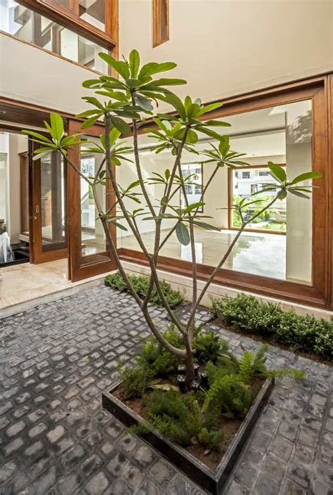 twin courtyard house  charged voids india
