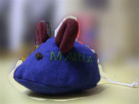 une souris bleue qui courait dans la cuisine chocolature