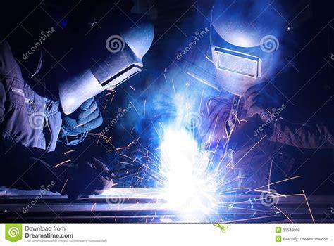 welding image of fabrication repair hand