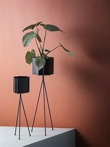 Ferm Living Pflanzenständer : ferm living pflanzenst nder plant stands f r die gr nen pflanzen im wohnzimmer ~ Frokenaadalensverden.com Haus und Dekorationen