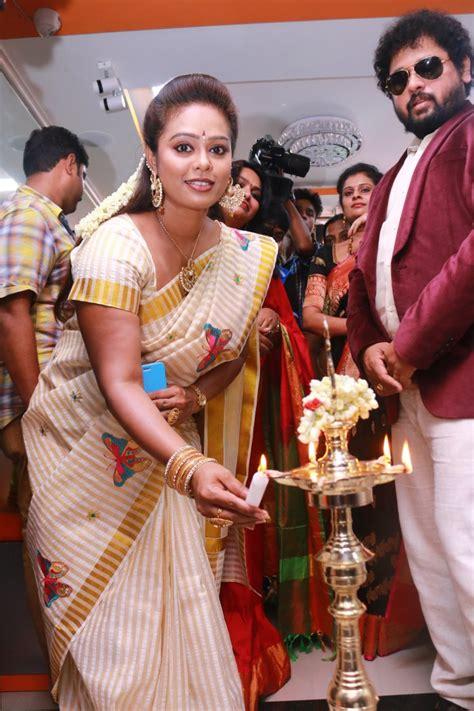 picture  tamil tv serial actress devi priya
