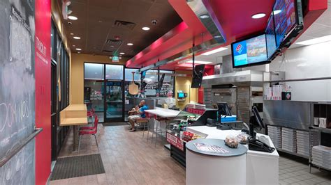 dominos    trendy  open pizza kitchens eater