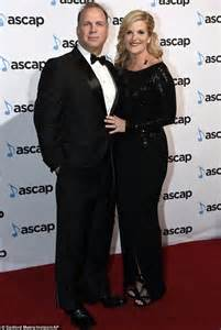 trisha yearwoods husband trisha yearwood is honoured by justin timberlake and jimmy carter at ascap awards daily mail