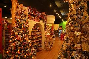 """""""Christmas in New York"""" a Christmas store in New York (a"""