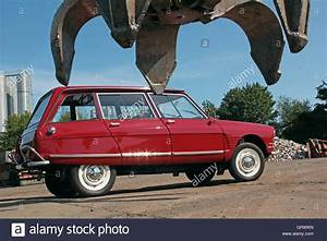 Citroën Ami 6 : citroen ami 6 break club built in 1968 at a junkyard stock photo 117597417 alamy ~ Medecine-chirurgie-esthetiques.com Avis de Voitures