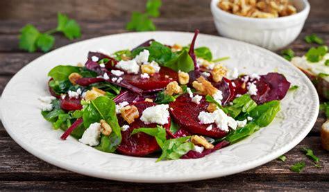 Receptes.lv - Svaigie biešu un lapu salāti