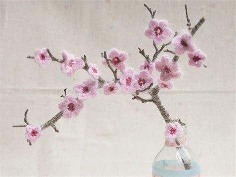 fiori fatti a uncinetto come realizzare un ramo con fiori di ciliegio all uncinetto