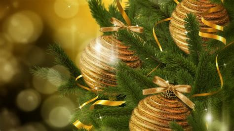 Green And Gold Tree Wallpaper by Gold Balls On Green Chrismas Tree Wallpapers Hd