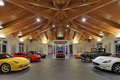 Esta Garagem Com Quartos, Salas E Cozinha é A Casa Dos