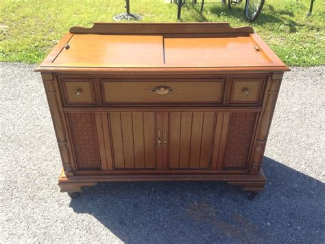 Vintage Magnavox Wooden Radio Stereo Record Player Cabinet