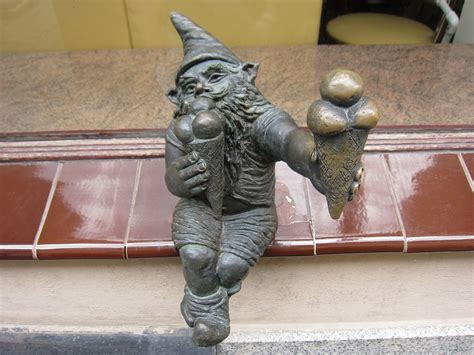 ポーランドのメルヘンな街・ヴロツワフのキュートな小人たち ...