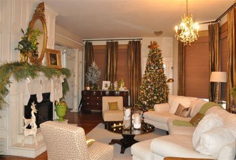 A White Christmas Bungalow Decorated For The Holidays