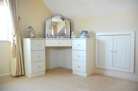 Corner Bedroom Vanity by Diy Corner Vanity Table For Bedroom My Dressing