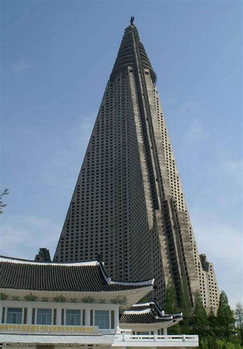 ryugyong hotel giant building  north korea xcitefunnet