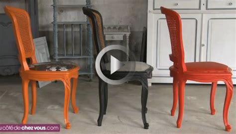 relooker chaise en bois relooker une chaise cannée en remplaçant le cannage par