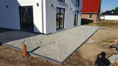 Entwässerung Terrasse Rinne by Stadtvilla In Elmenhorst Terrasse Und Entw 228 Sserungsrinnen