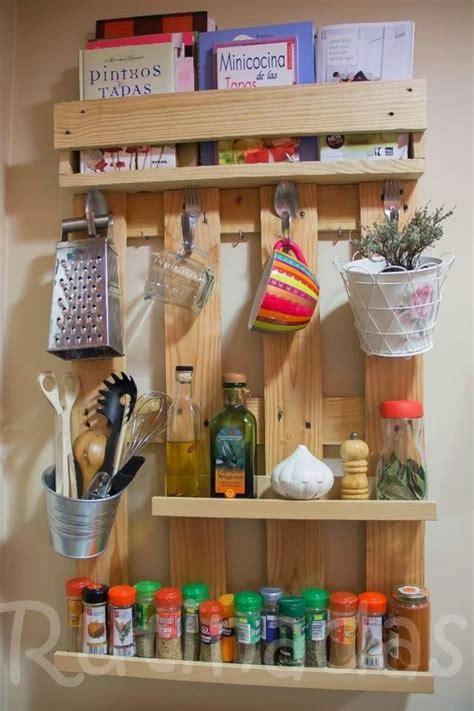 refaire cuisine en bois etagères à épices grand format en bois de palette pour la