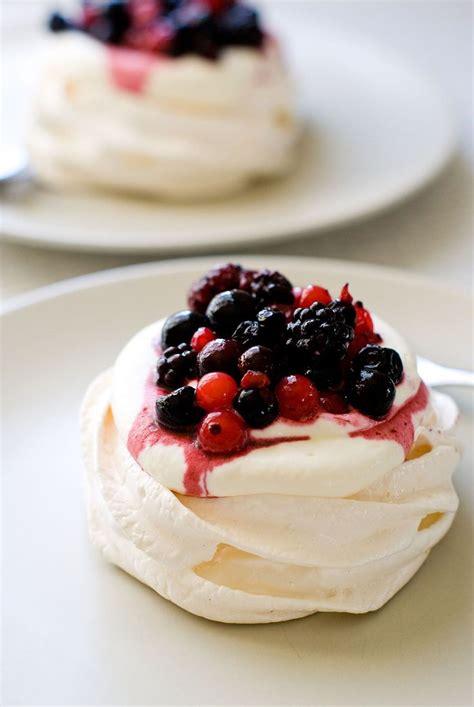 25 best ideas about mini pavlova on mini meringues recipe for pavlova and meringue