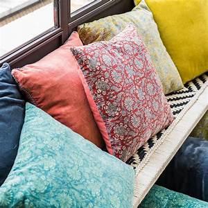 Housse De Coussin Doré : housse de coussin en velours de coton imprim batik harmony decoclico ~ Nature-et-papiers.com Idées de Décoration