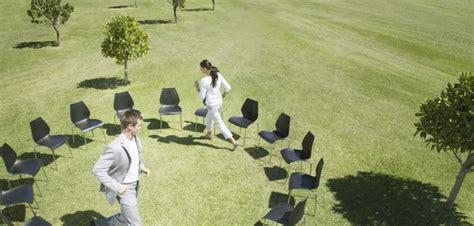 jeu des chaises musicales mariage jeu des 12 mois un classique des cérémonies de mariage