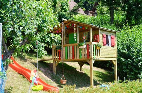 kinder gartenhaus holz kinderspielhaus im garten tipps zur einrichtung dekoration