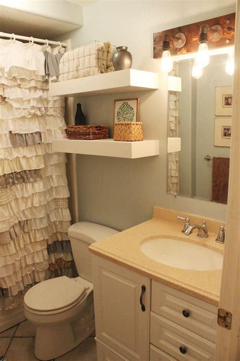 Diy Badezimmer by Diy Bathroom Floating Shelves