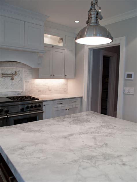white quartzite transitional kitchen muralo