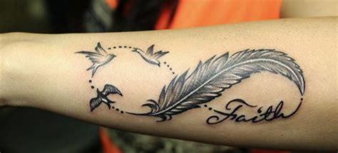tatouage infini plume signification