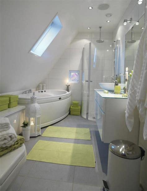 Kleines Badezimmer In Dachschräge by Glasdusche Mit Eck Einstieg Und Whirlpool Badewanne Bad