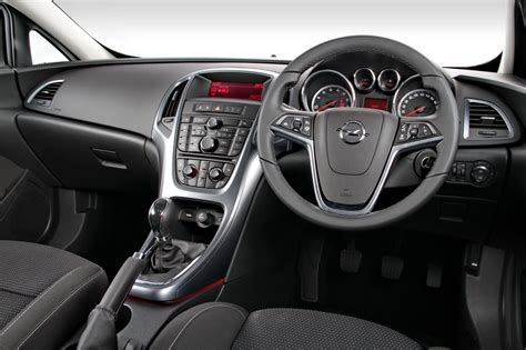 opel astra gtc interieur driving impression opel astra gtc 1 4 enjoy dave the car