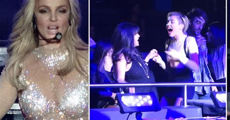 Miley Cyrus, Katy Perry And Selena Gomez Dance At