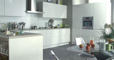 cuisine flash des meubles de cuisine sans poignée nouvelle tendance