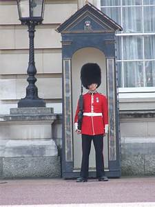 Buckingham Palace Guards Related Keywords & Suggestions ...