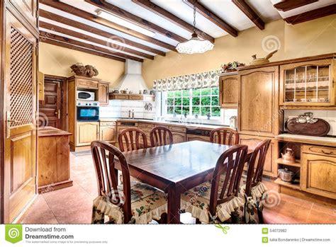 cucina con sala da pranzo cucina stile country con sala da pranzo fotografia stock