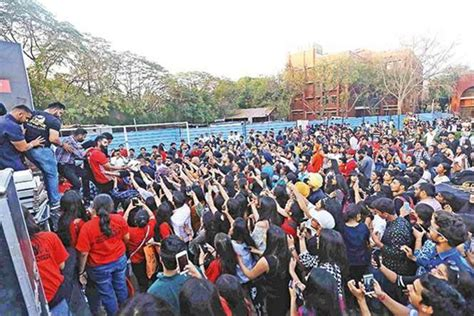 Parmish Verma Walks Midway During Chaos At Maitreyi