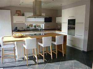 cuisines ilot central meuble cuisine ilot central With superior meuble ilot central cuisine 16 cuisine bois et noir cuisines en bois cuisines et modles