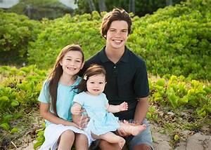 Kahala Beach sibling session ~ Family Portraits ...