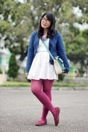 maroon tights white dresses navy blazers maroon loafers