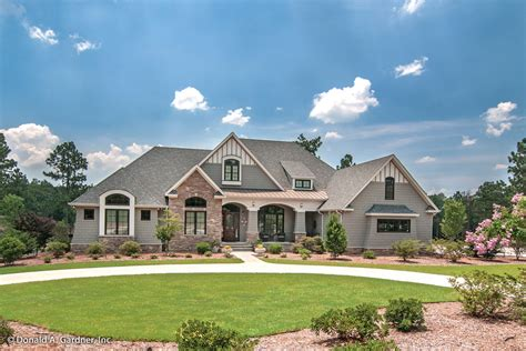 Craftsman Style House Plan 4 Beds 4 Baths 3048 Sq/Ft