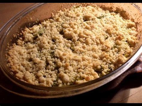 cuisiner une courgette le crumble de courgettes une recette savoureuse