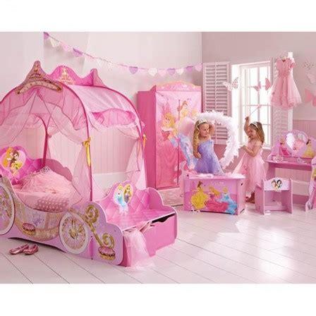 chambre fille princesse princesses disney décoration rangement déco murale