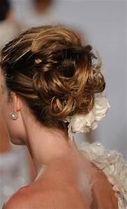 23 Evergreen Romantic Bridal Hairstyles