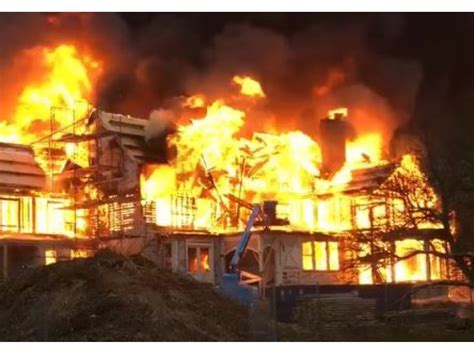 fire destroys newport rhode island mansion