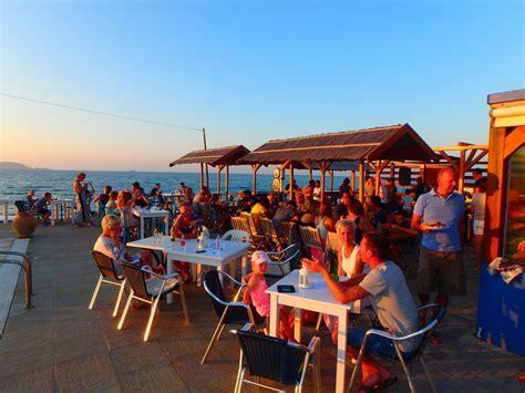 Griechische Tavernen Möbel by Taverna En Restaurant Bar Kokkini Hani Kreta Zorbas